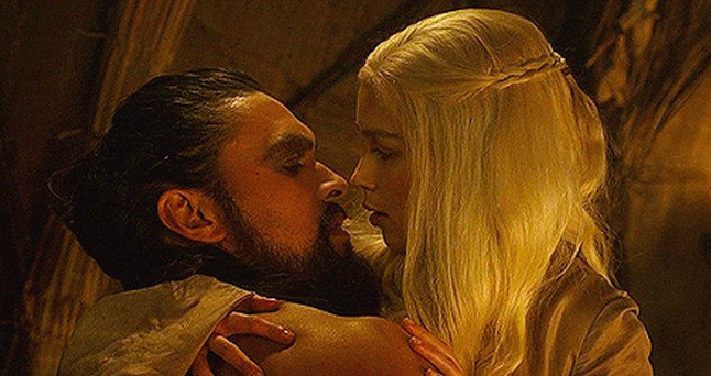 Game of Thrones - Goddess of Mine dans ELFEEBULATIONS daenerys-and-khal-drogo-kiss